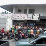 RT @maryfeliza: #22Oct #BARINAS > BUHONEROS SAQUEAN Y CIERRAN ESTABLECIMIENTOS EN RECHAZO AL DIA DE PARADA http://t.co/gUNsFpmPWm - via @ResisteBarinas