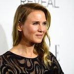 """Renee Zellweger says shes """"thrilled her new look got noticed http://t.co/tooPeSrd3q (Getty) http://t.co/R08hjeEubW"""
