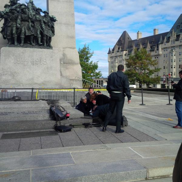 At the war memorial in. Ottawa. A soldier has been shot. They are giving him treatment now. #breaking http://t.co/cTmlb1LvgG
