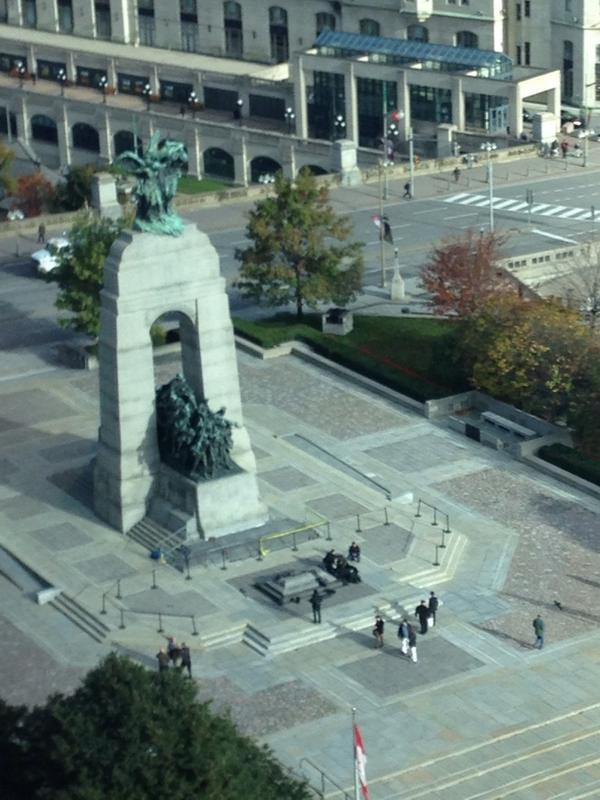 #BREAKING Here is a photo from our office window of situation at war memorial. #cdnpoli http://t.co/dDg01S7SBi
