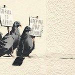 なぜバンクシーだけが壁に描くことを許されるのか http://t.co/MntNNS4Fdc http://t.co/xUJ4xphnvM