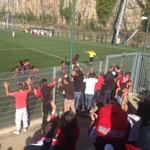 A equipa do Benfica, festejou com os adeptos do Benfica o golo marcado por Hildeberto Pereira. (via @SocratesDoutor) http://t.co/1KPd0NYe1D