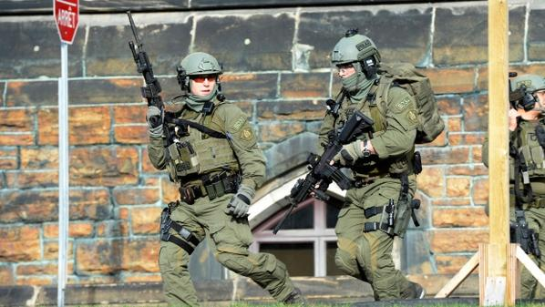 DEVELOPING story: Shots fired on Parliament Hill, soldier shot at War Memorial http://t.co/5fZ7wO6Gm4 #Ottawa http://t.co/Jb1pi3IysA