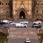 RT @BFMTV: Canada: au moins une vingtaine de coups de feu tirés dans le Parlement, selo ndes témoins http://t.co/0gVYixAG5V http://t.co/EQDUpsiKet