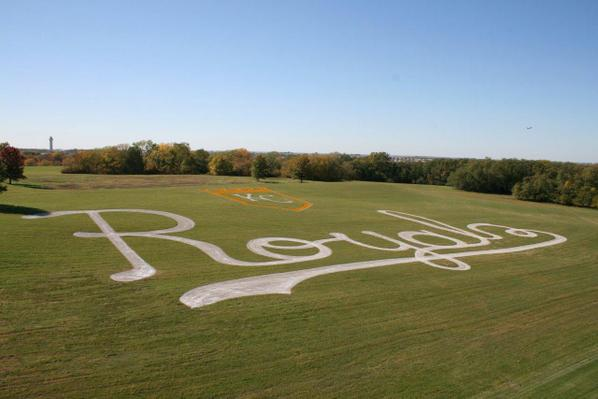 Someone painted the mysterious @Royals crop circle by KCI west of I-29! #TakeTheCrown #WorldSeries #Royals http://t.co/XiKyx0zlIf