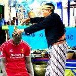RT @my_supersoccer: Apa yang dilakukan Liverpool di ruang ganti saat ini? Ini. http://t.co/6sOxyHMsCQ