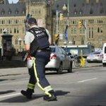 Fusillade au Parlement canadien : la traque se poursuit : http://t.co/IBYdK1Vwtq http://t.co/Iht9ArtFSf