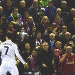 """La gente se equivoca cuando gritan: """"Cristiano balón de oro"""", el que es de oro es Cristiano, no el balón. http://t.co/WiZdpJAfau"""