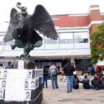 La UNAM paró actividades en apoyo a la jornada de protestas por la desaparición de 43 normalistas de #Ayotzinapa http://t.co/WSjvfFVb2p