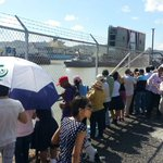 RT @jorgelquijano: Decenas de panameños observan la entrada de la compuerta a la esclusa de Pedro Miguel. Viva Panamá ! http://t.co/MEaZKpRsjz