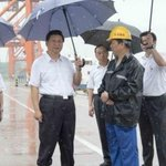 Xi Jinping w umbrella & pants leg rolled up higher than other. Foreign policy implications? Feel free to discuss. http://t.co/Do5warWjGN