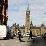 RT @atlantico_fr: LIVE. Canada : plusieurs fusillades dans lenceinte du Parlement et de ses environs > http://t.co/nSpRPSUb0f http://t.co/r5mgmvR4OT