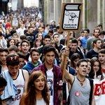 Miles de estudiantes gallegos vuelven a salir a la calle en contra de la #Lomce (álbum) http://t.co/u2YV0b9ZY4 http://t.co/vNRtIHWT8X