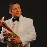 Asesinato de músico de Banda El Recodo impacta a Twitter - http://t.co/gL9EjJUl0U http://t.co/MuEVAMqb9F