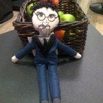 RT @Cyrilhanouna: Je mange une pomme pour etre au top #TPMP :) a tout de suite mes chéris ! http://t.co/cCo9Sh7Kme