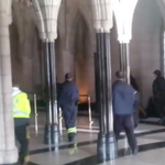 RT @lavozdegalicia: Vídeo :: Intercambios de disparos en el Parlamento de Ottawa http://t.co/gRHpGytqkb http://t.co/WaqGOZRNw5