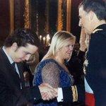 """RT @ARApolitica: Nicolás, l""""impostor"""" de 20 anys que es va colar, en la proclamació de Felip VI http://t.co/xEGwBcbOeR http://t.co/8Iyk8ix78R"""