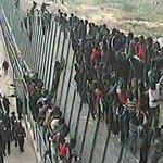 —¿Qué hacemos con los catalanes? —Acúsales de crear fronteras. —¿Y en Ceuta y Melilla? —Refuerza las fronteras. http://t.co/dXtDm6NUze