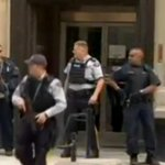 VIDEO - Un député canadien en direct du Parlement pendant la fusillade http://t.co/NjbfC1bIOW http://t.co/8KKItf0gz3