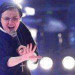 Mira el video de Sor Cristina haciendo un cover de un clásico de Madonna -> http://t.co/oRY8rh1X6U http://t.co/bEG1HIkjRi