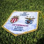 O galhardete do jogo de hoje, entre Monaco e Benfica. #slblive http://t.co/zZDmS9TKQK