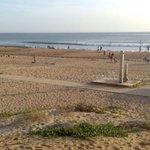 Punta Umbría a las 7 de la tarde y con 33 grados, como para no bañarse... @Meteohuelva #Huelva #PuntaUmbría http://t.co/UPkHLCYh0R
