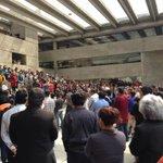 RT @Alextuto: El minuto de silencio en @ELCOLMEX fue impresionante. #COLMEXconAyotzinapa #TodosSomosAyotzinapa http://t.co/iuqB7NadxZ