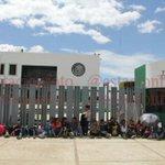#Bloquea Sección 22 accesos a oficinas de la PGR #Oaxaca @Lcruz_Foto http://t.co/FrxML9Z9R1