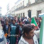 Llega marcha de Codeci al Zócalo #Oaxaca http://t.co/DWK6eNN8LA