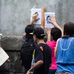 Mañana lluviosa un pequeño grupo frente a la embajada de #méxico apoyando la jornada #AyotzinapaSomosTodos #Nicaragua http://t.co/XNl1ziOMYI