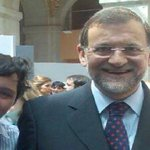 RT @mariiihuanO: En esta foto podemos ver a un timador, a un verdadero farsante. El de al lado es el pequeño Nicolás. http://t.co/tCArRgMbCh