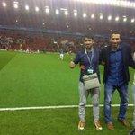"""أبو تريكة في ملعب الأنفيلد قبل مباراة ليفربول وريال مدريد.. ويكتب على صفحته في تويتر: """"كرة القدم متعة للجماهير"""" http://t.co/pMxbSZnsrT"""
