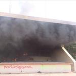 EN VIVO Prenden fuego al Palacio de Gobierno Municipal en #Iguala. http://t.co/tC7miVPBKe