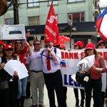 RT @sindicatoSSA: En #valdiviacl la #huelgascotiabank siguió muy creativa. Ahora con una rifa con participación de Clientes. @biobio http://t.co/Ioyc0nfiXY