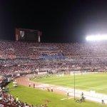 La hinchada de River Plate en el Monumental para enfrentar a Libertad, que presión mete esta hinchada http://t.co/NmbivDGAs2