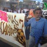 El pintor Francisco Toledo se une a la marcha por la presentación con vida de 43 normalistas Ayotzinapa. @fotograf1ca http://t.co/zrf3mWwCKL