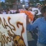 El maestro Francisco Toledo se incorpora ala marcha que pide justicia para los normalistas de Ayotzinapa #Oaxaca http://t.co/oZsWm1EnDG