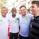 """""""@LeoGavio: #Aecio45PeloBrasil ZICO, BEBETO COM AECIO... VAMO QUE VAMO http://t.co/teoSi9vyWH""""E @RomarioOnze tb se incorporou à campanha!"""