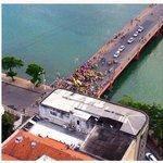 Na ponte Mauricio de Nassau, no Recife, a patética militância paga do PSDB. #Dilma13 #Lula #PT http://t.co/3GSr8c3J16