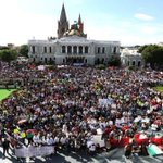 RT @teleSURtv: El mundo exige que normalistas mexicanos aparezcan con vida http://t.co/52xMd3sjYz http://t.co/o2j3DNmBTU