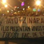 RT @LeniaBatres: ¡Los presentan vivos o se largan todos! #AccionGlobalAyotzinapa #EPNBringThemBack http://t.co/QIjlF76579