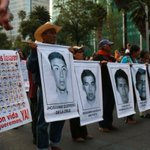 RT @sopitas: Padres de los normalistas desaparecidos encabezan la #AcciónGlobalAyotzinapa #EPNBringThemBack http://t.co/4hdyKTHI3b http://t.co/bY7Rzmvci5