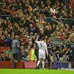 RT @TipsFutbol: Solo los grandes jugadores salen ovacionados de los legendarios estadios, como hoy CR7 de Anfield. Esto es el fútbol: http://t.co/oDpCDTgClN