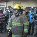 Impiden ingreso de bomberos a Palacio Municipal de #Iguala. Autoridades no se ha presentado http://t.co/RCZxdwHDZn