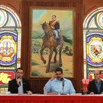 (FOTO) Pdte @NicolasMaduro aprobó 3 mil millones de bolívares para 707 proyectos del Consejo Federal de Gobierno http://t.co/h2tJhDwgQn
