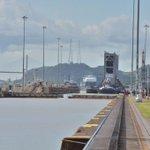 ¡Impresionante! La compuerta va cercándose a las Esclusas de Miraflores http://t.co/ZMauYn91D3