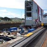 RT @canaldepanama: ¡Esto es #historia! La compuerta está en el Pacífico. #canaldepanama #Panamá http://t.co/kJB7fFfq7j