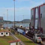 RT @canaldepanama: ¡Y así fue trasladada al Pacífico la primera compuerta! #canaldepanama #Panamá http://t.co/QoFRu6GfFW