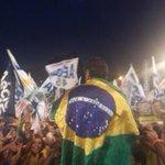.@AecioNeves abraça o Brasil e o Brasil abraça Aécio! Confira ao vivo: http://t.co/eUk49EZ2zL #AecioPeloBR45IL http://t.co/KebgpgYcSE