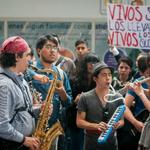RT @LeniaBatres: Estudiantes de Escuela Superior de Música se manifestaron en metro Chabacano. Vía @lajornadaonline #EPNBringThemBack http://t.co/AOhoGb8D3e